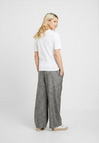 Topshop Maternity - KNOT FRONT TEE - T-shirt con stampa - white - 2