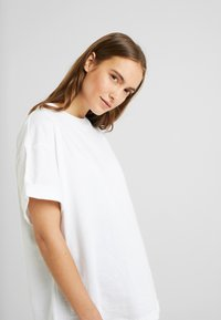Topshop Maternity - 2 PACK BOXY ROLL TEE - T-shirt basic - black/white - 3