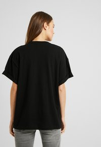 Topshop Maternity - 2 PACK BOXY ROLL TEE - T-shirt basic - black/white - 2