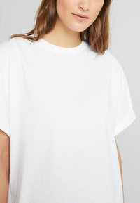 Topshop Maternity - 2 PACK BOXY ROLL TEE - T-shirt basic - black/white - 5