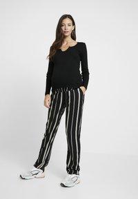 Topshop Maternity - NOA NOTCH 2 PACK - T-shirt à manches longues - black/white - 1