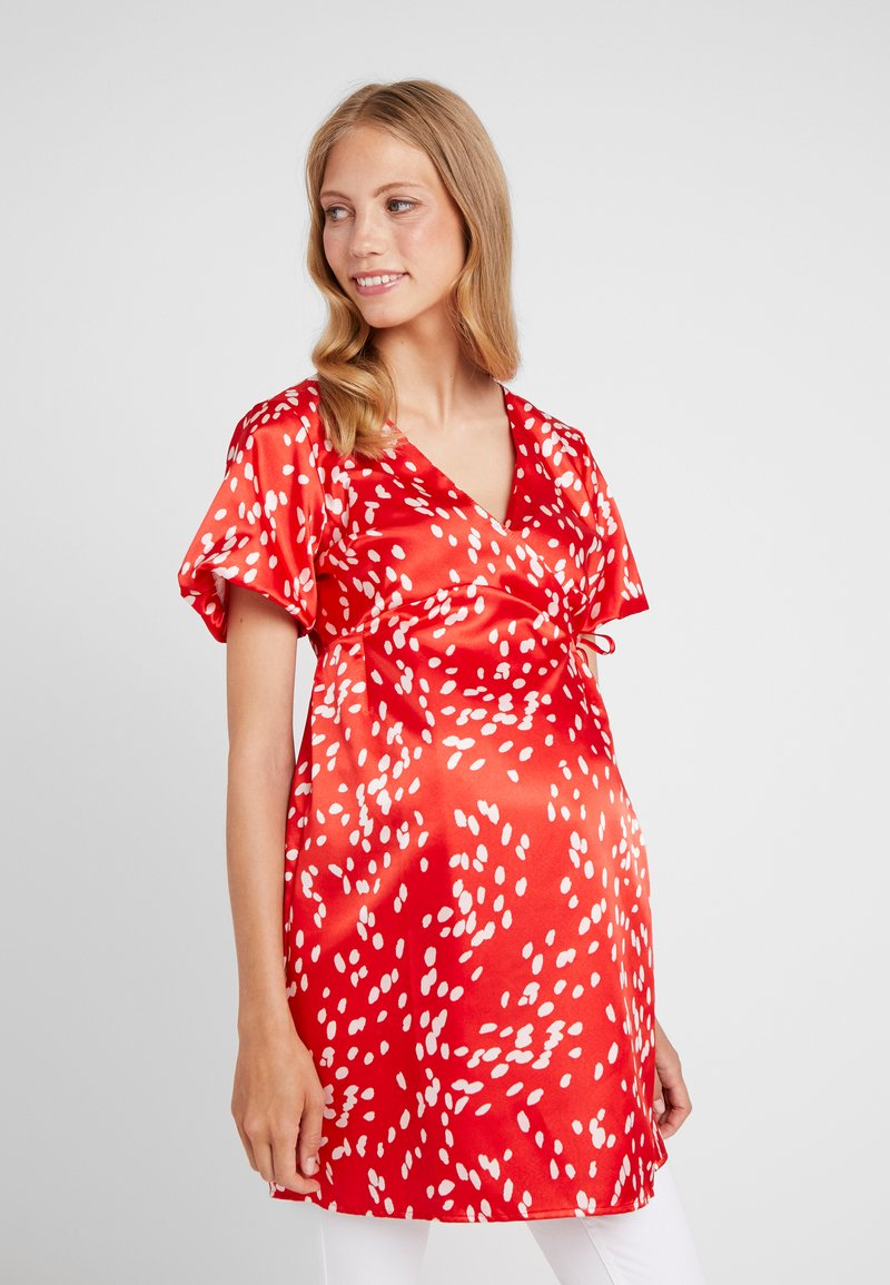 Topshop Maternity - DALMATION WRAP - Bluse - red