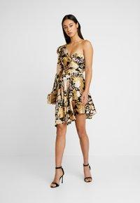Thurley - ROMA WRAP ONE SHOULDER DRESS - Juhlamekko - black/gold chateau - 2