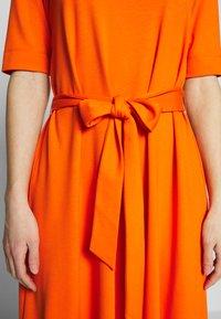 mine to five TOM TAILOR - DRESS WITH CARREE NECK - Jerseyklänning - fiery orange - 5