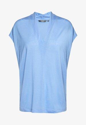 FEMININE  - Print T-shirt - dreamy blue
