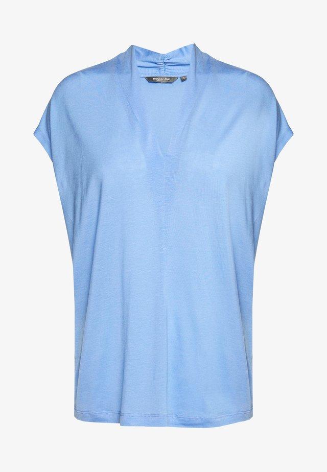 FEMININE  - T-shirt z nadrukiem - dreamy blue