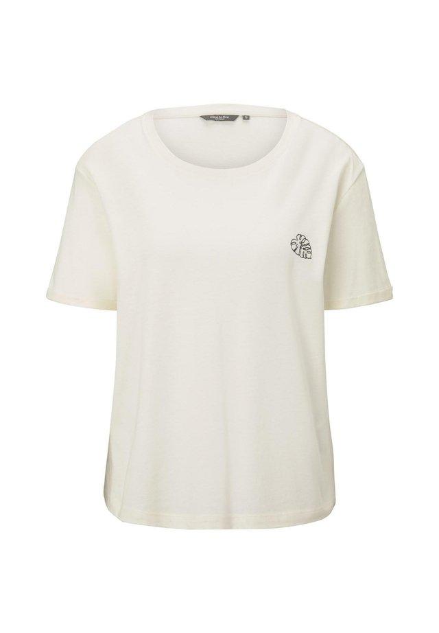 MIT KLEINER STICKEREI - Basic T-shirt - soft ecru