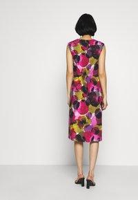 Thought - SERRENA DRESS - Denní šaty - magenta - 2