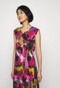 Thought - SERRENA DRESS - Denní šaty - magenta - 3