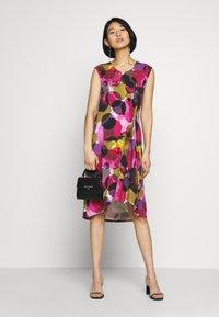 Thought - SERRENA DRESS - Denní šaty - magenta - 1