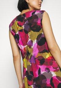 Thought - SERRENA DRESS - Denní šaty - magenta - 5