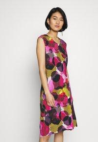 Thought - SERRENA DRESS - Denní šaty - magenta - 0