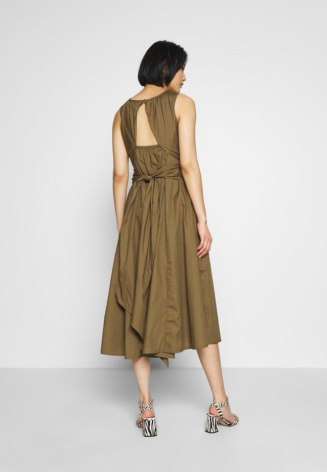 MADDALENA DRESS - Sukienka letnia - desert brown