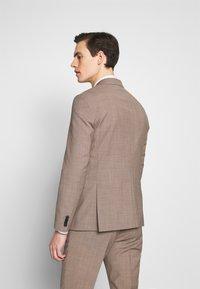 Tommy Hilfiger Tailored - SLIM FIT SUIT - Dress - beige - 3