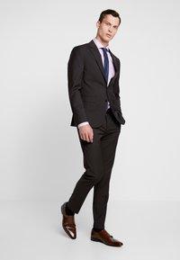 Tommy Hilfiger Tailored - SLIM FIT SUIT - Traje - brown - 1