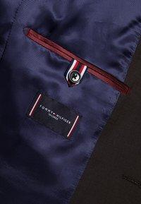 Tommy Hilfiger Tailored - SLIM FIT SUIT - Traje - brown - 12