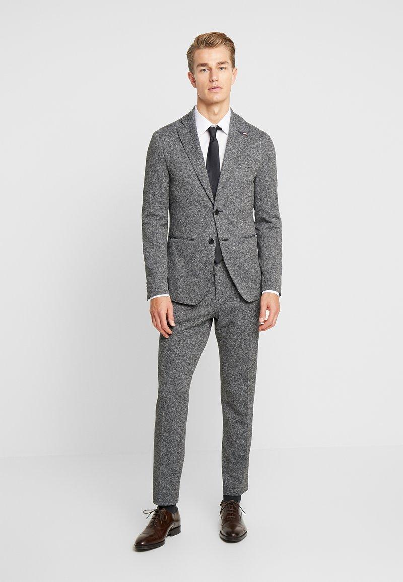 Tommy Hilfiger Tailored - MICRO DESIGN SLIM FIT SUIT - Anzug - black