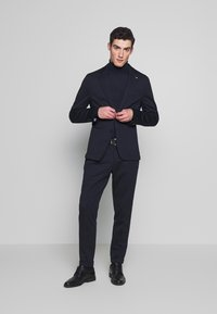 Tommy Hilfiger Tailored - PACKABLE SLIM FLEX STRIPE SUIT - Oblek - blue - 0
