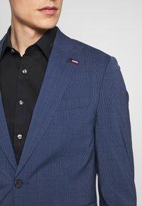 Tommy Hilfiger Tailored - SLIM FIT PEAK LAPEL SUIT - Garnitur - blue - 7