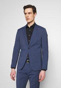 Tommy Hilfiger Tailored - SLIM FIT PEAK LAPEL SUIT - Garnitur - blue - 2