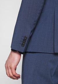Tommy Hilfiger Tailored - SLIM FIT PEAK LAPEL SUIT - Garnitur - blue - 9