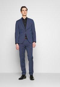 Tommy Hilfiger Tailored - SLIM FIT PEAK LAPEL SUIT - Garnitur - blue - 1