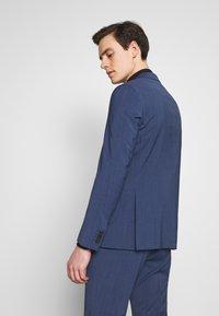 Tommy Hilfiger Tailored - SLIM FIT PEAK LAPEL SUIT - Garnitur - blue - 3