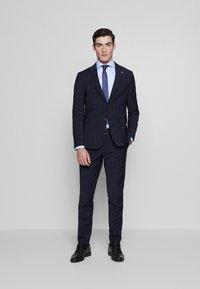 Tommy Hilfiger Tailored - SLIM FIT CHECK SUIT - Garnitur - blue - 0
