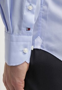 Tommy Hilfiger Tailored - FITTED - Camicia elegante - light blue - 5