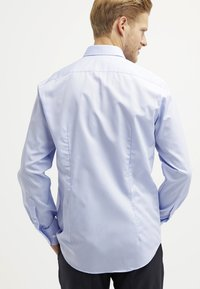 Tommy Hilfiger Tailored - FITTED - Camicia elegante - light blue - 2