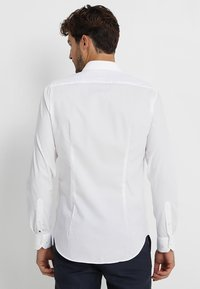 Tommy Hilfiger Tailored - SLIM FIT - Camicia elegante - white - 2