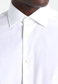 Tommy Hilfiger Tailored - FITTED - Formální košile - white - 3