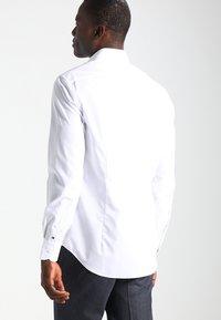 Tommy Hilfiger Tailored - FITTED - Formální košile - white - 2