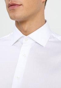 Tommy Hilfiger Tailored - REGULAR FIT - Business skjorter - white - 3