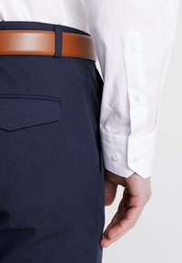 Tommy Hilfiger Tailored - POPLIN CLASSIC SLIM FIT - Camicia elegante - white - 5