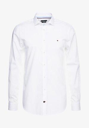 POPLIN CLASSIC SLIM FIT - Formal shirt - white