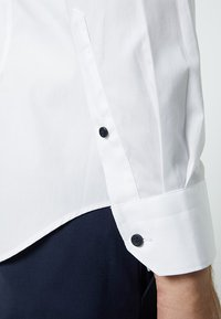 Tommy Hilfiger Tailored - POPLIN CLASSIC SLIM FIT - Camicia elegante - white - 3