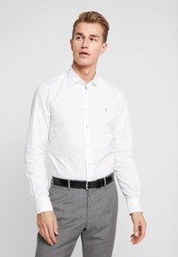 Tommy Hilfiger Tailored - POPLIN CLASSIC SLIM FIT - Camicia elegante - white - 0