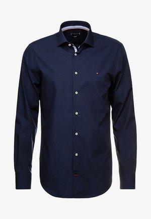 POPLIN CLASSIC SLIM FIT - Formální košile - blue