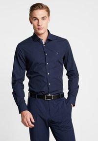 Tommy Hilfiger Tailored - POPLIN CLASSIC SLIM FIT - Camicia elegante - blue - 0