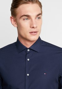 Tommy Hilfiger Tailored - POPLIN CLASSIC SLIM FIT - Camicia elegante - blue - 3