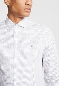 Tommy Hilfiger Tailored - PRINT CLASSIC SLIM - Hemd - white - 5