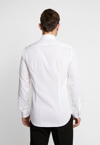 Tommy Hilfiger Tailored - POPLIN CLASSIC SLIM SHIRT - Formal shirt - white - 2