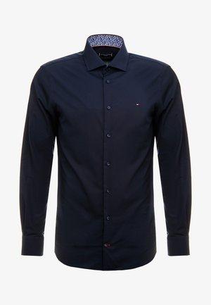POPLIN CLASSIC SLIM SHIRT - Formální košile - blue