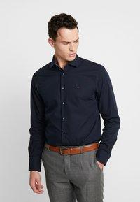 Tommy Hilfiger Tailored - POPLIN CLASSIC SLIM SHIRT - Finskjorte - blue - 0