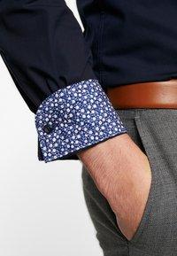 Tommy Hilfiger Tailored - POPLIN CLASSIC SLIM SHIRT - Finskjorte - blue - 3