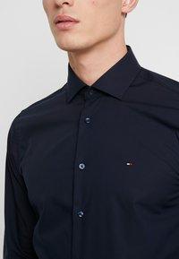 Tommy Hilfiger Tailored - POPLIN CLASSIC SLIM SHIRT - Finskjorte - blue - 5