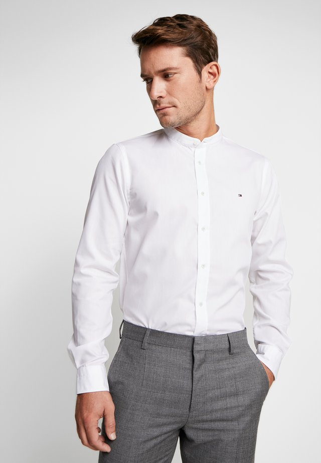 POPLIN BAND COLLAR SLIM  FIT - Košile - white