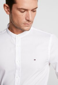 Tommy Hilfiger Tailored - POPLIN BAND COLLAR SLIM  FIT - Camicia - white - 5