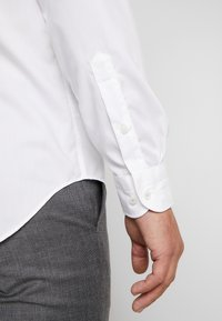 Tommy Hilfiger Tailored - POPLIN BAND COLLAR SLIM  FIT - Camicia - white - 3